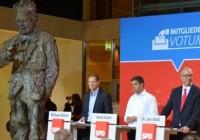 Willy Brandt, Michael Müller, Raed Saleh und Jan Stöß in der SPD-Parteizentrale (©SPD Berlin)