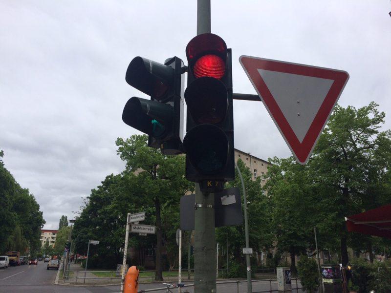 Bald darf man hier bei rot wieder rechts  abbiegen
