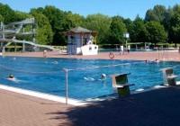 Früh am Werktag gehört das Bad den Schwimmern.